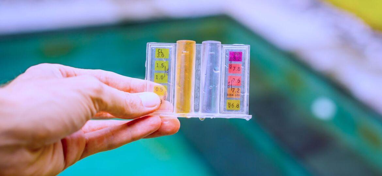 Measurement of chlorine and PH of a pool